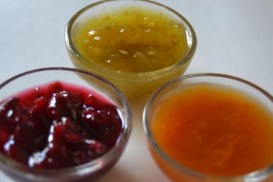 3 cuencos con mermelada